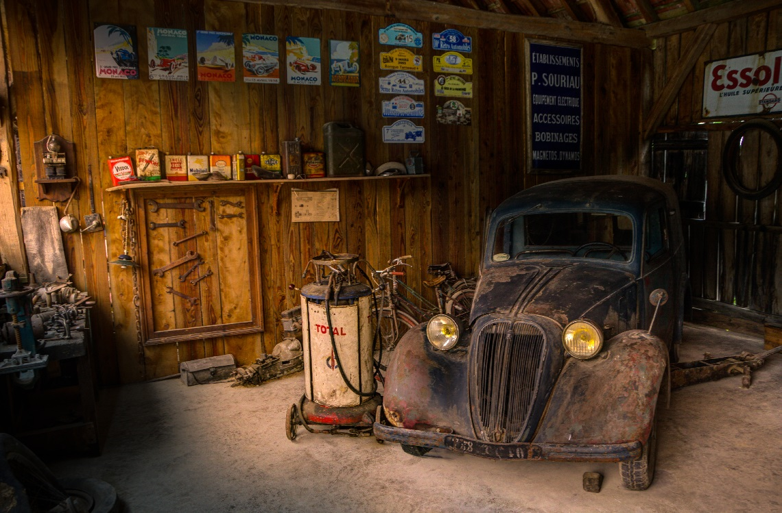 images/features/light-car-display-shop.jpg